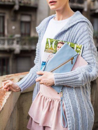 Długi sweter - pastelowy błękit