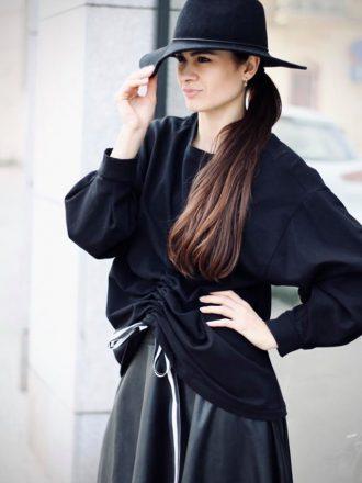 Czarna bluza z marszczeniem