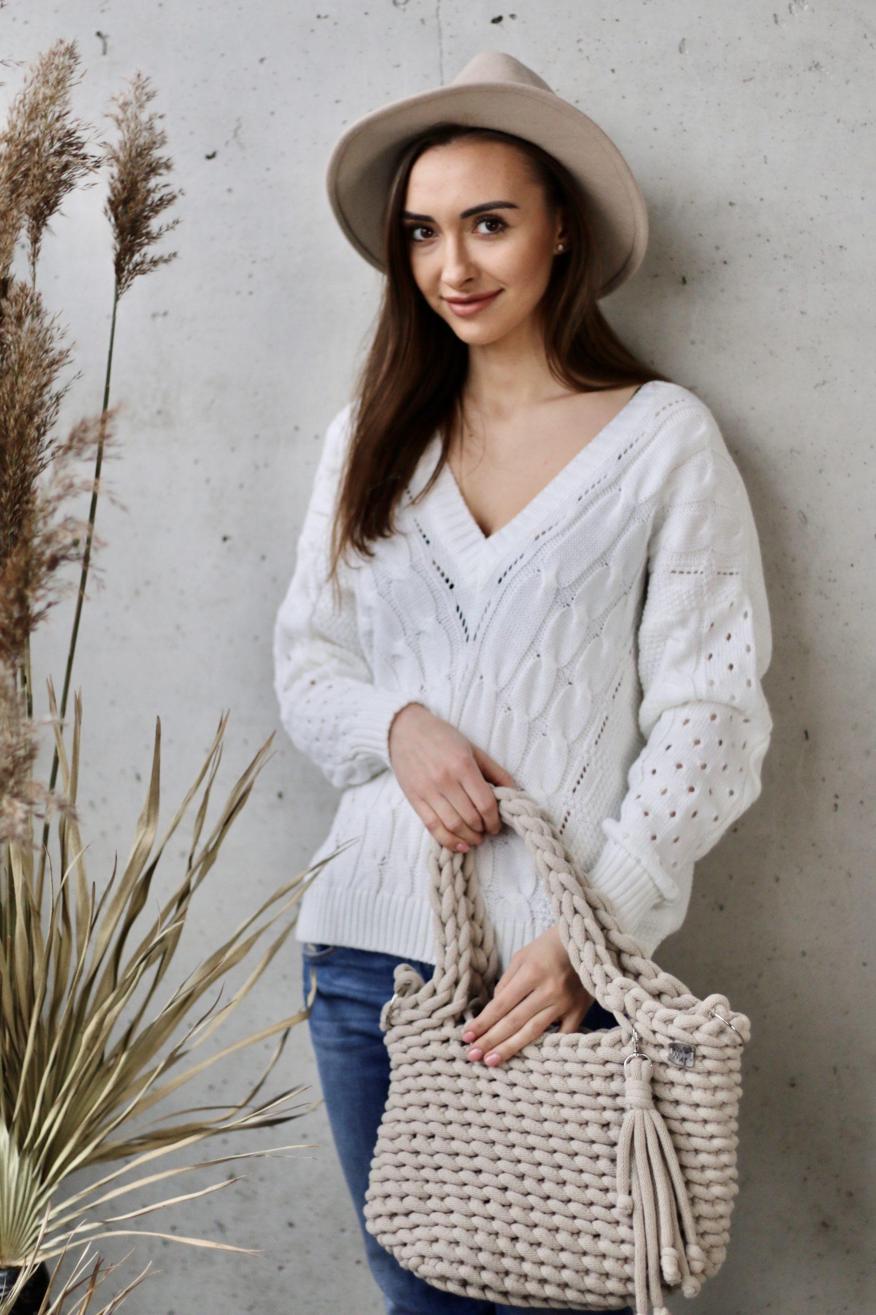 Sweterek Vka * śmietankowy