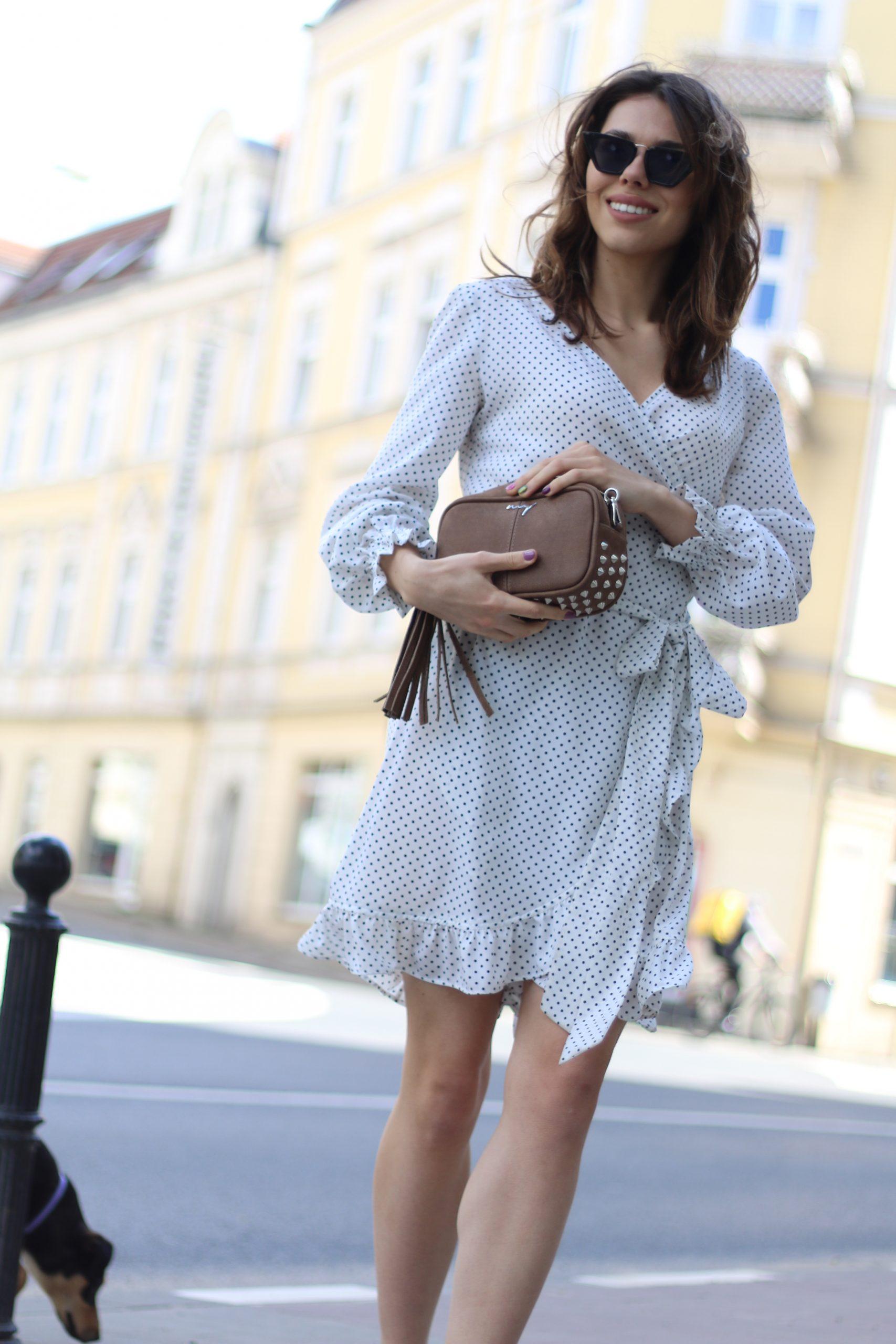 Sukienka Dolce Vita * biała czarne groszki